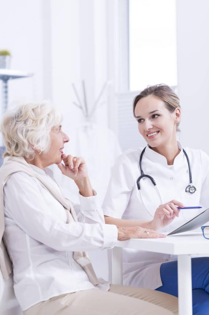 Auch die Kommunikation zwischen Arzt und Patient wird durch die Vernetzung einfacher.
